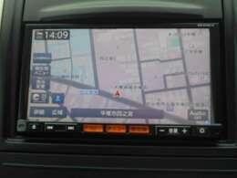日産純正ナビゲーションMC315D-A。目的地までしっかり案内してくれる事はもちろんですが今や車内を楽しく過ごすためのアイテムとしても欠かせなくなっています。