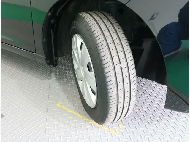 純正スチールホイール装備です!タイヤの溝もしっかり残っております。