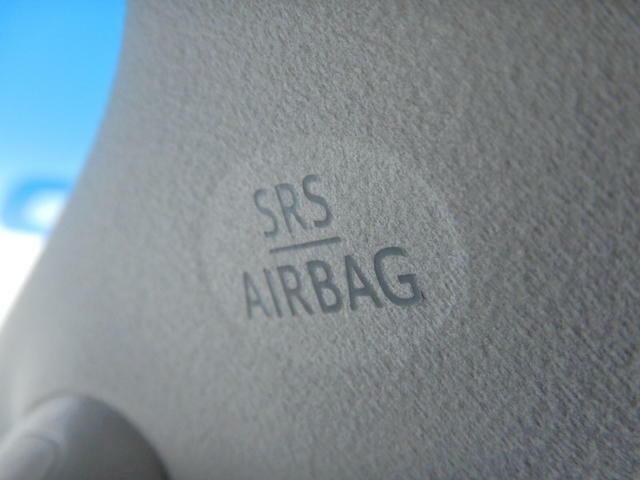 【サイドエアバッグ】・・・車両側方からの衝突によって強い衝撃を受けた場合、サイドエアバッグは乗員の胸部への衝撃、カーテンシールドエアバッグは頭部への衝撃を緩和します。