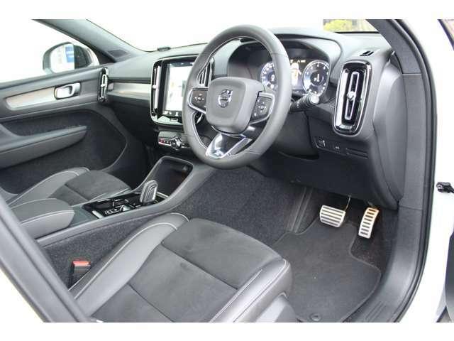 運転席、助手席ともに8wayの電動調整機構が備わる。