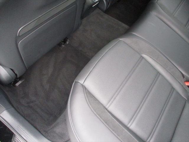 大事なお車のボディをしっかりと保護する、ガラス系ボディコーティングも経験豊富な専属のスタッフが丁寧に仕上げ致します。アルミホイールのコーティングから、室内のコーティングまで、幅広く対応致しております。