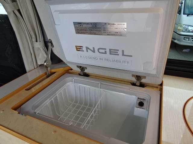 エンゲルDC冷蔵庫標準装備。旅先で冷たい飲み物などお楽しみいただけます☆