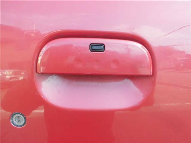 スマートキー携帯でドアハンドルのボタンでロック、ロック解除ができます。スペアキーでキーシリンダー使用できます。