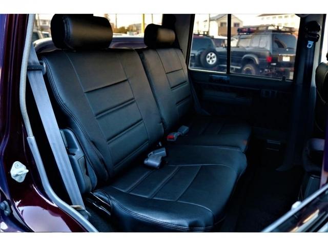 セカンドシートは大人3人がゆったりと座れるシート設計になります♪ロングドライブでも目的地に着く前に疲れ果てなくて済みますね(笑)