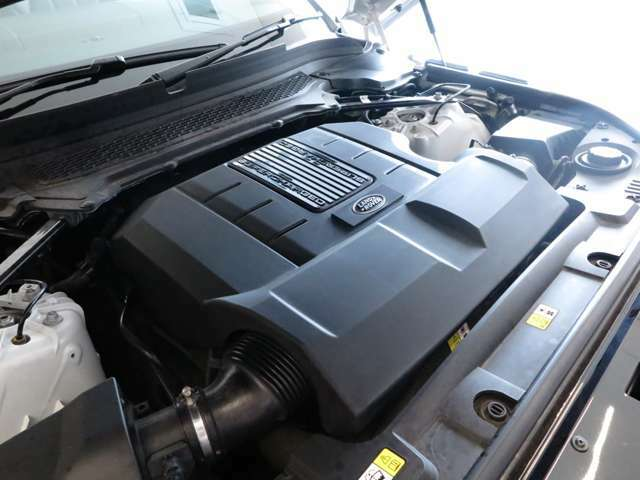 8速オートマチックトランスミッション「3L V型6気筒直噴ターボエンジンを搭載。トランスミッションは、8速オートマチックを搭載しております。」