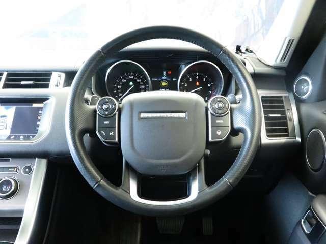 【ヒートステアリングホイール】ボタン一つで、運転中の手を温め、快適なドライブをアシストしてくれます。寒い冬場でもエアコンよりも早く温まります。