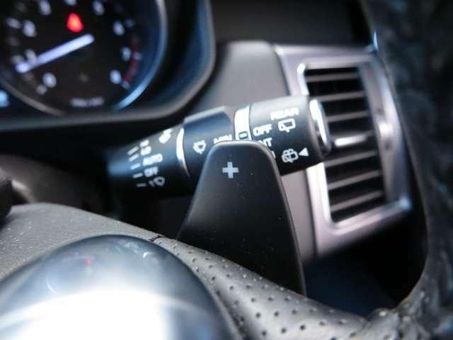 パドルシフト。ステアリングにはパドルシフトが装備され、マニュアルモードを体感することができます。またエンジンブレーキなどにも使えます。