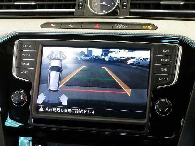リヤビューカメラ:車両後方をモニターに映しだし、画面にはガイドラインが表示され車庫入れや縦列駐車を容易にします!