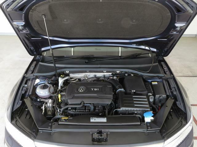 高出力低燃費で気持ちの良い走りを実現する革新のTSIエンジンと効率よいシフトチェンジでスムーズな加速を生み出す6速DSGトランスミッション。