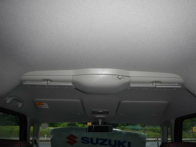 リヤシートでも快適にお過ごしいただけるようスリムサーキュレーターがついております