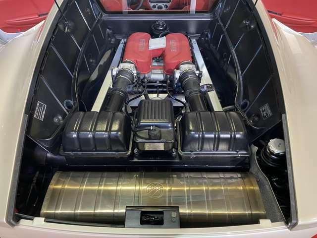 F355の3.5Lエンジンを2mmストロークUPした1気筒5バルブV8DOHC3.6Lエンジン搭載!出力400PSとトルク38.0kg・mを発揮しF355比では出力20PS/トルク1.3kg・m工場◎