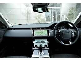 上の画面でナビ、下の画面でエアコンやシートヒーターなど操作ができます。
