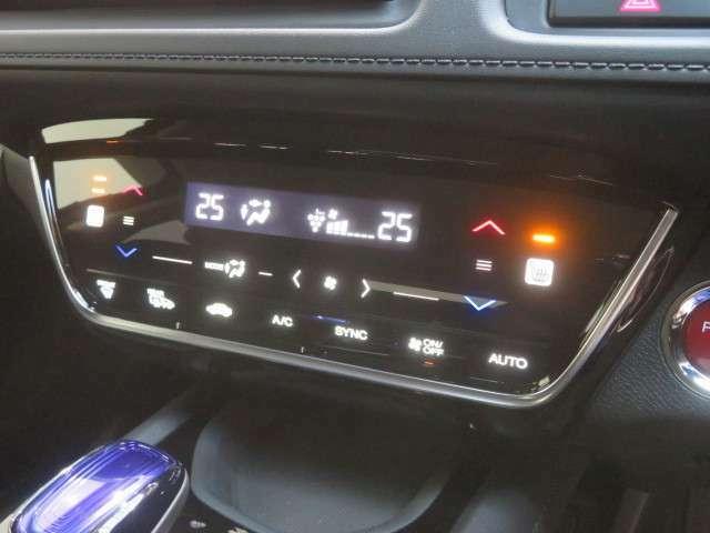 デュアルエアコンで左右席の温度調整が出来るのはうれしいですね。シートヒーター機能もついてます。