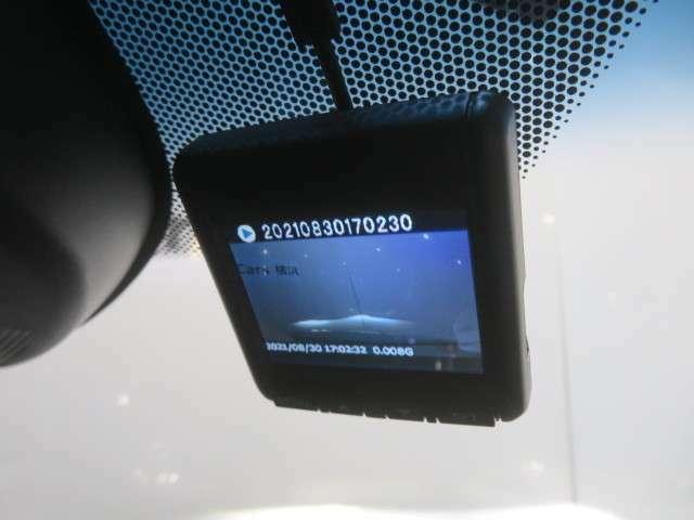 純正ドライブレコーダー装着済み、必須の装備になりましたね。