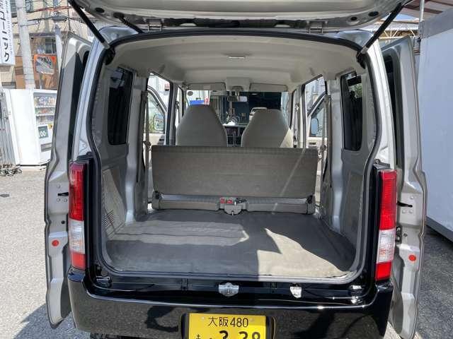 二列目シートを折り畳めばトランクは軽トップクラスの広さ、車中泊やキャンプにも大活躍です!