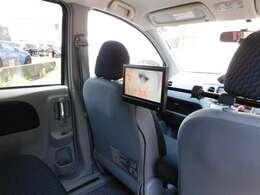 後部座席でTVやDVDが視聴出来るので、ロングドライブでも快適に過ごせます。