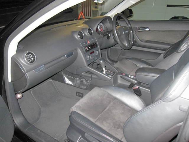 少し大柄なバケットタイプのシートは ホールド性も良く、運転中に姿勢を崩すような事は有りません。
