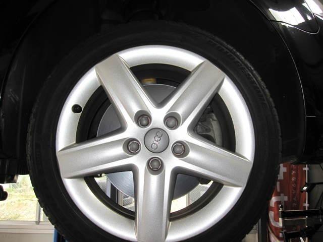 タイヤは前後ともブリジストンのポテンザRE001 225/45R17を装着してます。