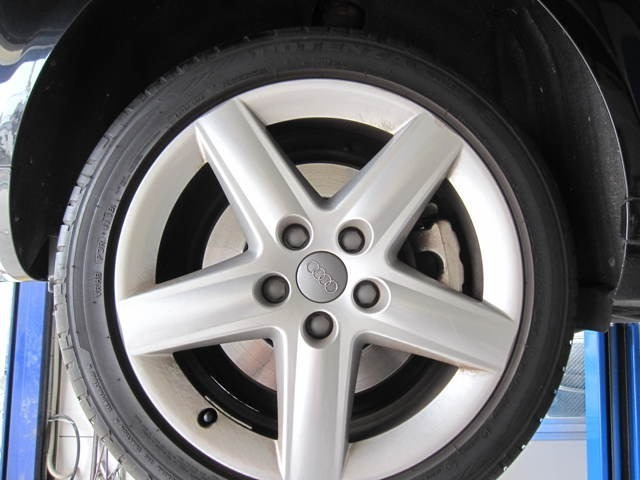 タイヤの製造年が2018年です。
