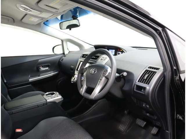 運転席からの視野も広々としておりますので女性の方にも運転しやすいです。