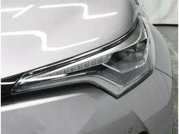 《LEDヘッドライト》消費電力が少なく、寿命も長く、熱を持たない明るいヘッドライトです!白さも際立ってカッコイイですよ!