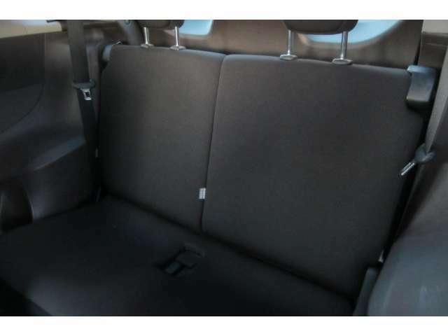後部座席も使用感も感じられないほどキレイです!