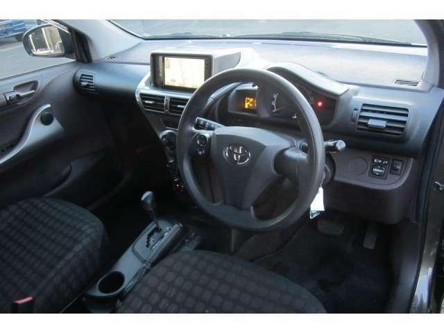 車内は落ち着いた色合いで統一されており異臭も無く清潔感溢れる車内空間となっております!