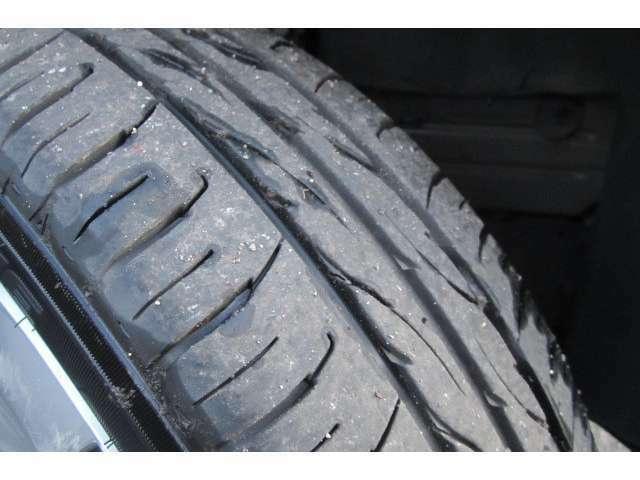 タイヤの溝も残っておりますのですぐに交換する心配もございません!