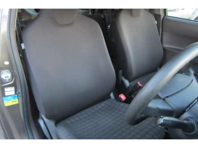 運転席も汚れや焦げ穴も無くキレイです!
