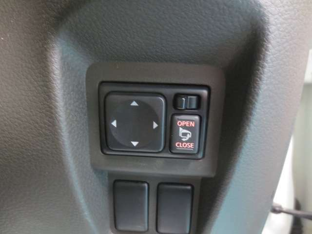 電動ドアミラー操作スイッチです。