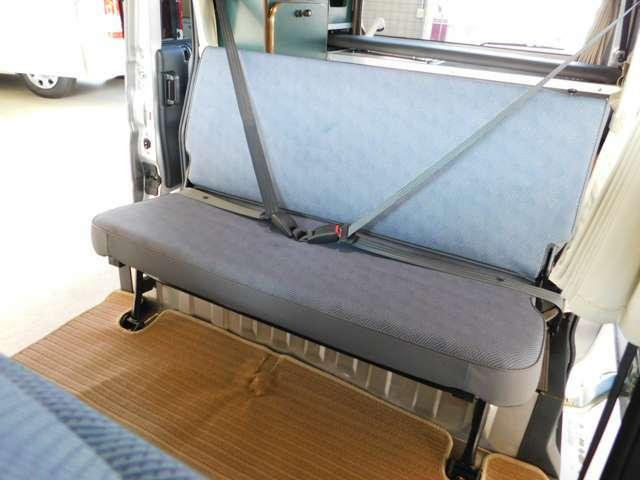 後部座席も3点式ベルトとなります。