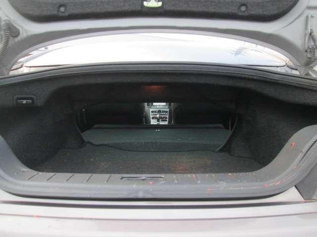 トランクルームは室内とスルーになって大きな荷物などもも積め便利です