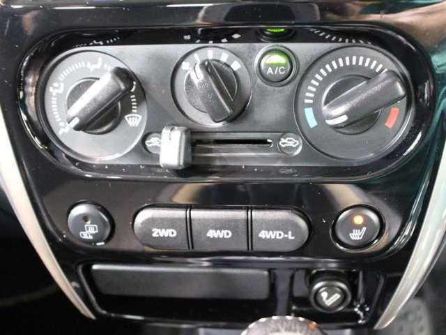 スイッチも操作しやすいダイヤル式のマニュアルエアコン!