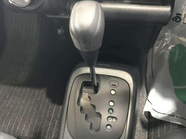 【CVT】 フロアCVTのお車なので操作もカンタンです!
