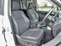 ブラック革シート/パワーシート(運転席・助手席)/シートヒーター・エアコン(運転席・助手席)