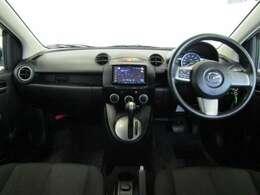 ドライバーが感覚的に操作・確認できるよう気配りされたコクピットです。エアコンなどのよく使うスイッチ類も操作しやすい位置にあります。
