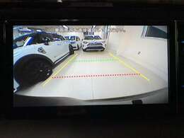 純正バックカメラも連動して使えるようになります。車庫入れや後退時にあると便利です。