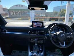 ミニバン同様にSUVならではの視点の高さがあるコクピット。見晴らしが良く外観の大きさとは裏腹に運転がし易い車です。