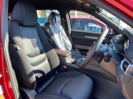 あらゆる体系の方でもジャストフィットする運転席は体幹を支えるシート構造をしているので長距離運転でも疲れづらいシートになっています。