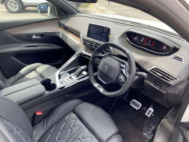 人間工学に基づいた運転席は、運転者の集中力を向上させると人気です!