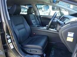 フロントシートです!運転席助手席ともに電動シートになっていますのでシートポジションの細かい調整が可能です!