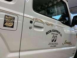 世界的に有名なワイルドマン石井氏の直接施行車!サイドにはMQQN様の新発売のステンシルステッカーも貼ってます!
