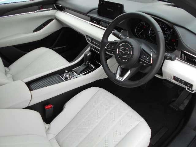 マツダ車はもちろん、良質の中古車を取り揃え、明るく元気なスタッフがお客様をお迎えいたします。