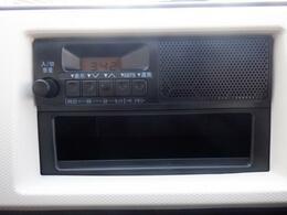 スピーカー一体型の純正ラジオです