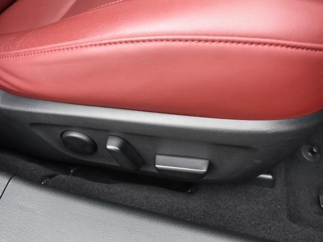 簡単操作で微調整が可能な電動シート装備!メモリー機能もありドライバーの交代もスムーズです!