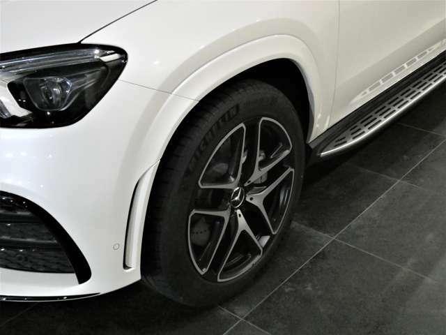 AMGスタイリングパッケージ(GLE53クーペ専用)フロント・ボディ同色ホイールアーチ・リアスカートを装備しています。