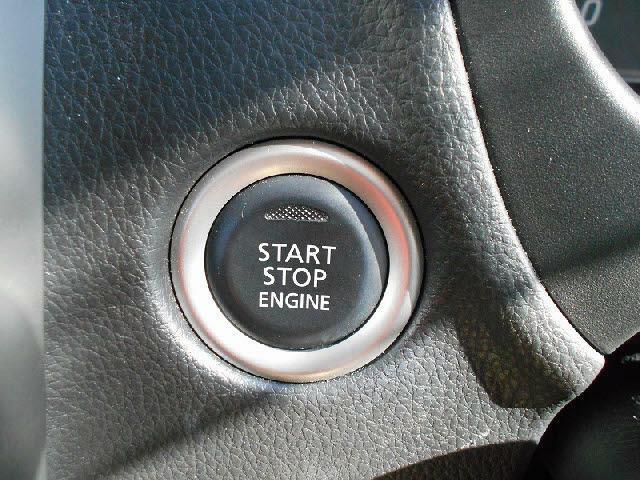 エンジンスタートはボタン式☆
