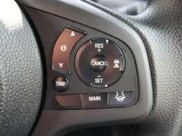 ●【レーダークルーズコントロール】も装着済み。アクセルを離しても一定速度で走行ができる装備です。加速減速もスイッチ操作で出来ますので、高速でのお出かけもラクラクです♪』
