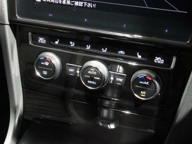 2ゾーンフルオートエアコンは運転席、助手席と別々に温度調整が可能です。