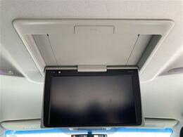 【純正12型フリップダウンモニター(V12T-R66C)】天井にモニターが装備されています!お子様など、ロングドライブでも退屈せず楽しくお過ごし頂けます☆